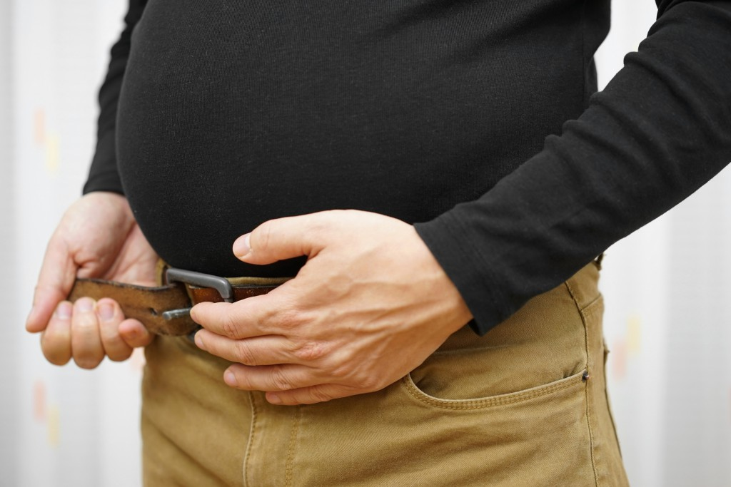 men can not fasten his belt on pants due to big stomach